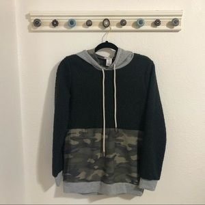 NWOT Camo Madison + Mallory Pullover Sweater